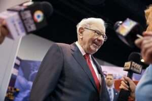 Buffett looks to Japan with 5% stakes in five biggest trading firms - Inside Financial Markets